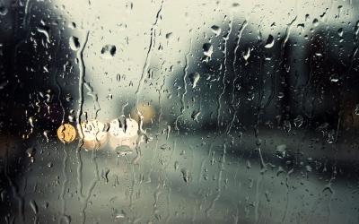 都说了雨天行车要注意这些,安全锦囊,拿走不谢~