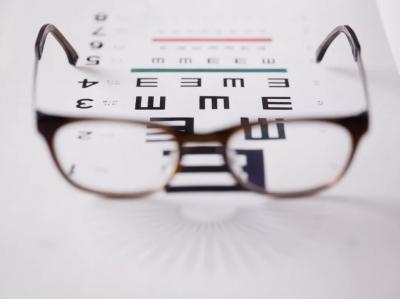 """""""小眼镜""""该怎么治?两部委将出台具体方案"""