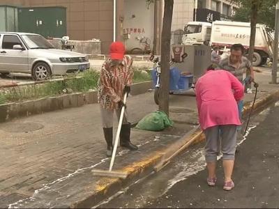 丛台城管加大对垃圾压缩站周边环境清理力度