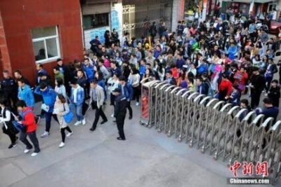 """""""国考""""报名结束:过审人数超120万 最热岗""""四千选一"""""""