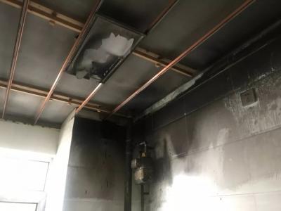 厨房着火!危急时刻邻居显身手