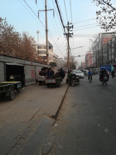 滏漳路马路市场:邯山区又一个陪伴了市民约20年的马路市场拆除搬迁了