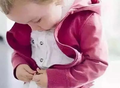紧急提醒!最近千万别让宝宝穿羽绒服干这事,可致命!