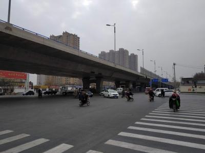 交通信号灯久未启用,市民疑惑。啥情况?