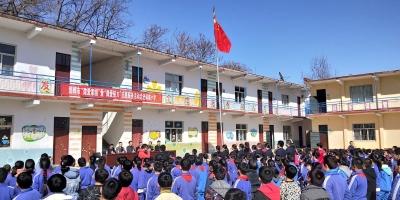 志愿者让这座山区小学爱心涌动