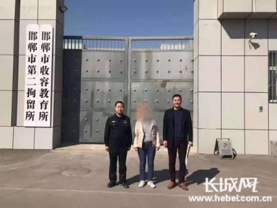 女子骑电动车闯红灯 邯郸交警正当执法被扇耳光