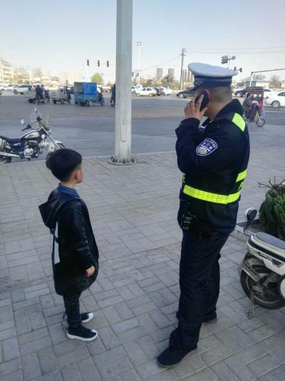 邯山民警执勤中遇到走失儿童,及时联系巡警救助
