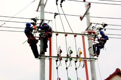 广平县成立26支供电服务小分队田间地头保春灌