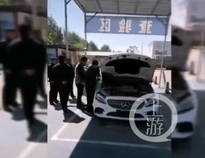 河北邯鄲一奔馳新車  車管所上牌時莫名自燃