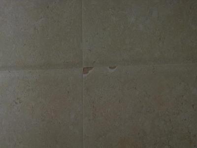 瓷砖崩瓷 售后解释有可能是热胀冷缩