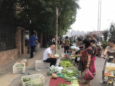 马路市场影响不小 丛台城管严加整治