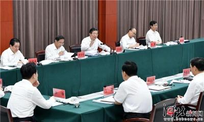 省委理论学习中心组继续集中学习交流研讨
