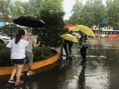 今天下午突降大雨!城市排水迎考验