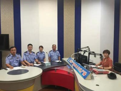 邱县交警大队做客直播间 与听众共话交通安全
