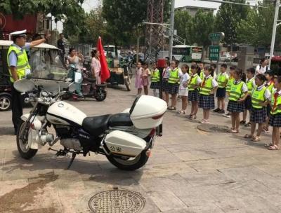 小小交通志愿者 暑期上岗学安全