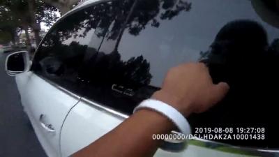 民警巡逻发现儿童睡在车上