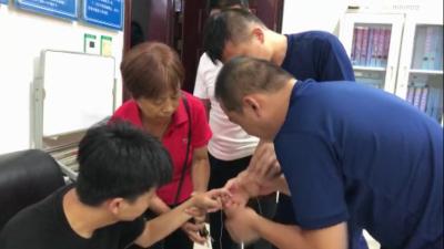 邯郸:凌晨男子戒指卡手 消防指战员巧处置