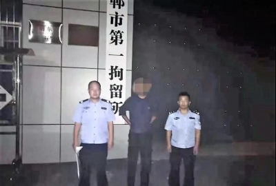 男子醉酒行窃后路边睡着  民警将其抓获