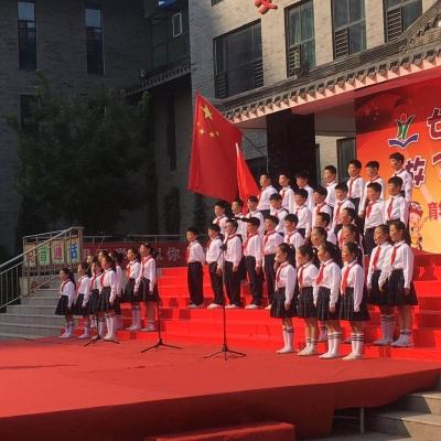红歌嘹亮庆国庆校园激荡爱国情