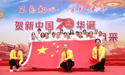 """邯鄲市第三醫院開展  """"我和國旗合個影,我為祖國送祝福""""主題活動"""