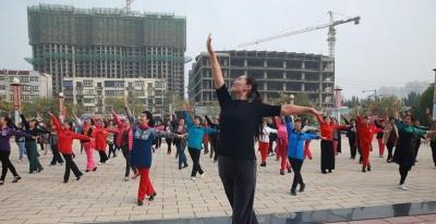 """邯郸市130多支舞蹈队参加""""健身操舞公益培训""""活动"""