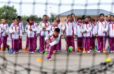 邯郸:冰雪运动进校园