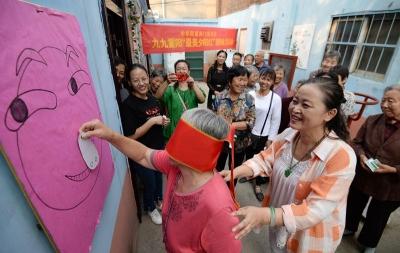 """邯郸:南门里社区开展""""情暖重阳、乐在社区""""趣味运动会"""