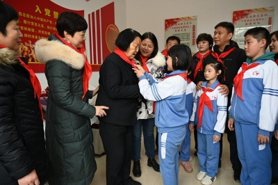 丛台区文教体局和黎明小学师生代表开展爱国主义教育活动