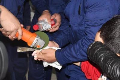 邯郸V视|男童钢环戒指卡手  消防赶赴医院紧急处置