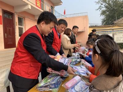 邯郸市微爱接力志愿帮扶活动走进冀南新区东南城小学