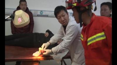 """女子戒指卡手 消防员变身""""医生""""巧救援"""