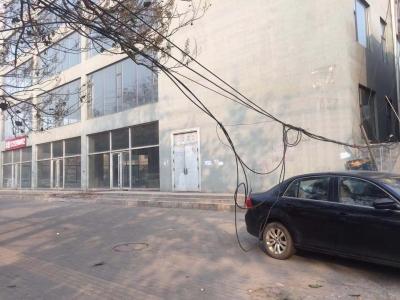 电缆线长时间垂落相关单位快来处理