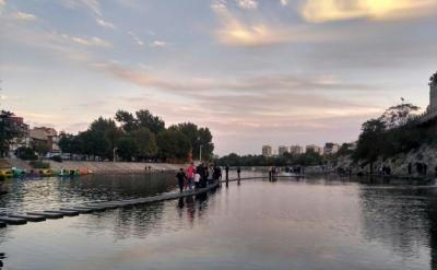 河北邯郸:弯弯滏阳河 悬帆映绿堤