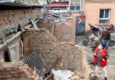 邯郸市丛台区光明桥街道印染厂社区开展拆违飓风行动