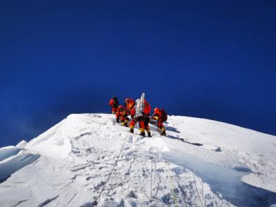 人民网评:再次登顶珠峰,彰显中国人的精气神