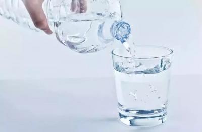 饮用水包装比水贵触痛了谁