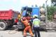 河北冀南新区:货车追尾人员被困 消防人员急速救援