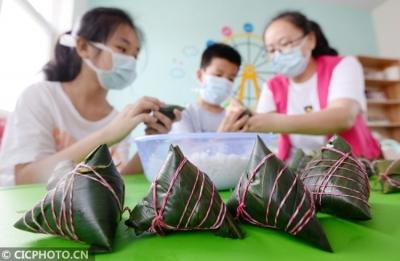 【网络中国节•端午】峰峰:包粽子做香囊 品民俗迎端午