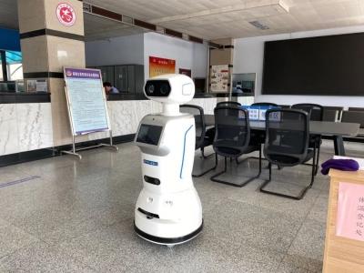 """机器人""""千寻""""来了! 全市户政系统首台智能警务自助服务机器人正式上岗"""