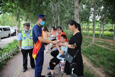 """邯郸消防""""三争一创""""便民服务站  为高考加油助威"""