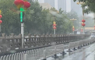 水泵正常运行 桥下交通顺畅
