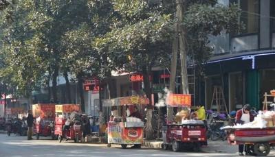 【清晨回音】望岭西路占道经营现象如何治理?沁河东岸车辆堵塞交通如何解决?