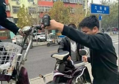 """邯郸一中年男子送孩子上学途中""""顺手""""偷车"""