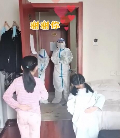微视频 | 谢谢你!女孩为核酸检测医护人员跳舞致谢