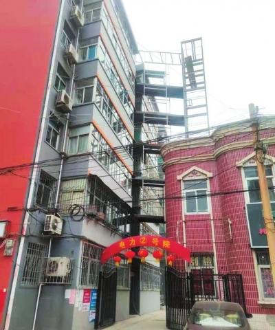 峰峰:老旧小区装电梯居民出行更便捷